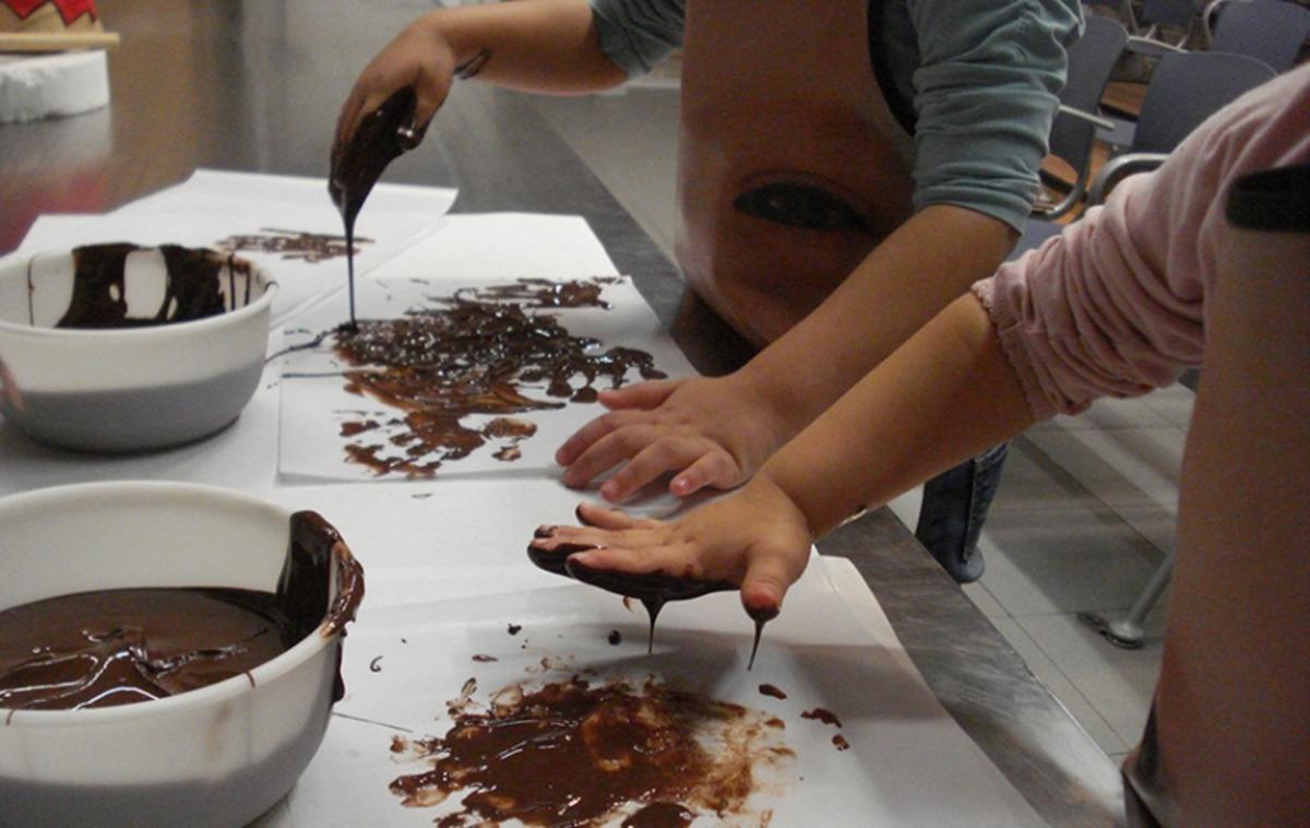 Actividad Infantil Pintar Con Chocolate