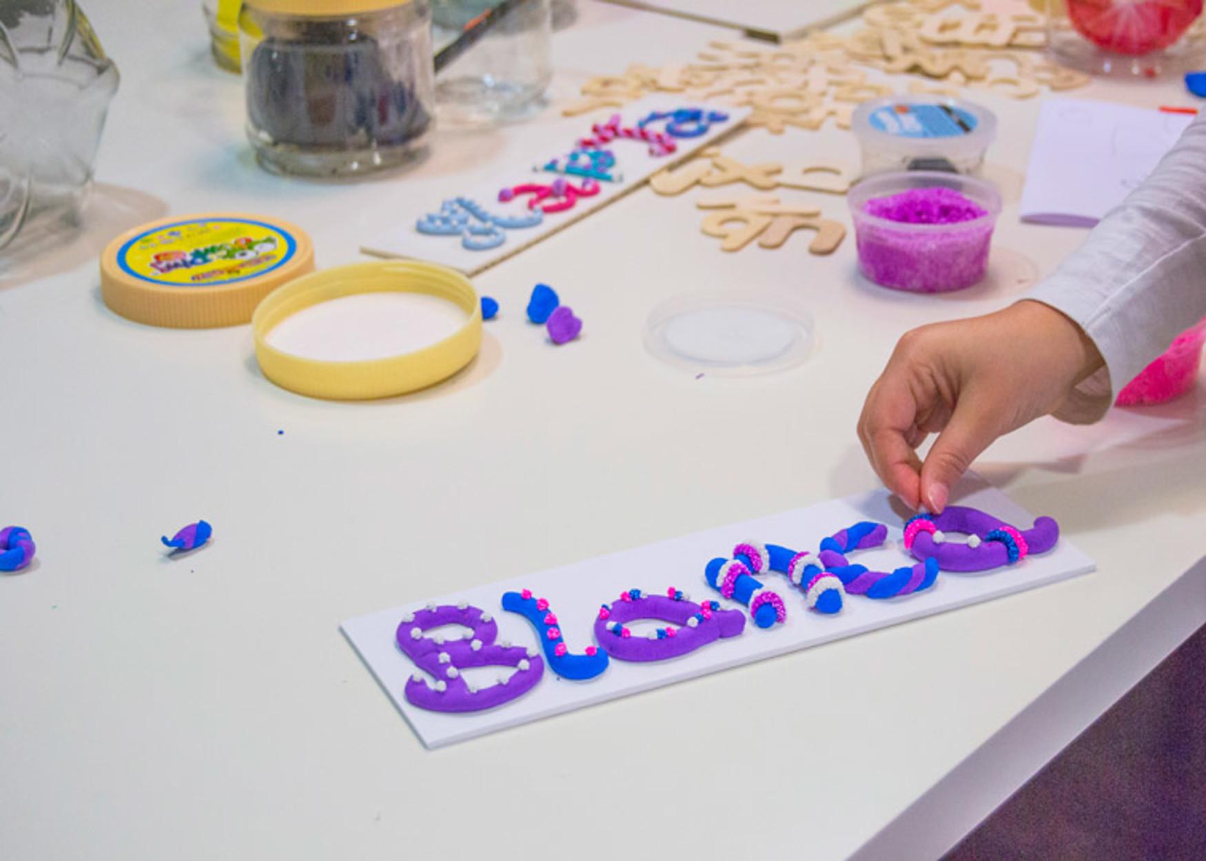 Blog infantil jugando a los nombres taller de manualidades for Manualidades decoracion infantil